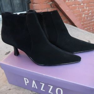 PAZZO Shoes - Pazzo Prefered black cow suede Womens heels Sz 9.5